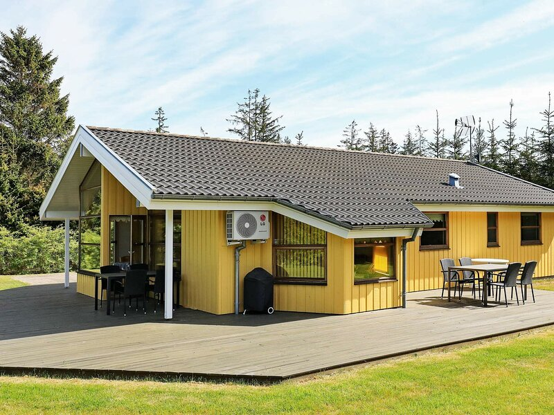 Luxurious Holiday Home near Hals with Whirlpool, location de vacances à Hals