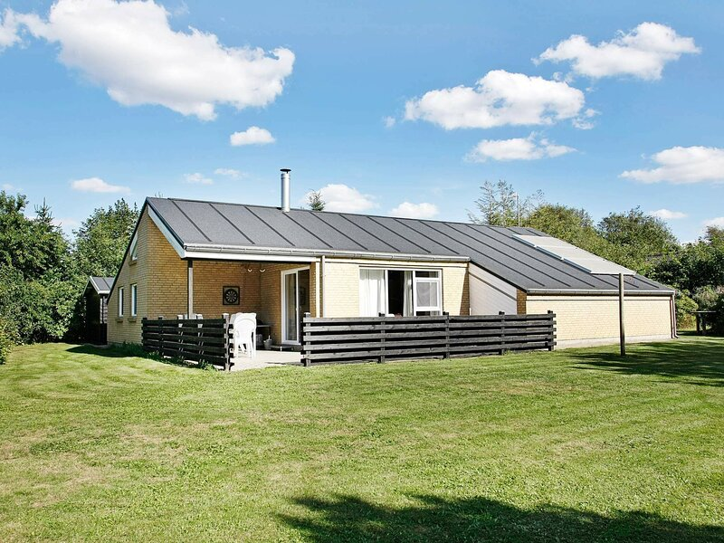 Modern Holiday Home in Spøttrup with Swimming Pool, holiday rental in Vinderup