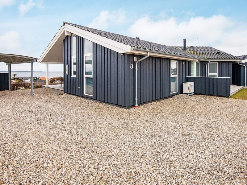 Pleasant Holiday Home in Hejls with Ocean-view, holiday rental in Bjert