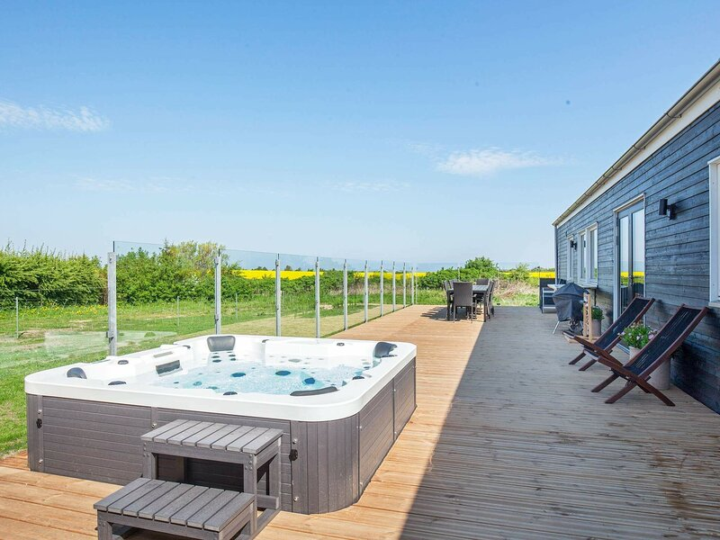 Luxurious Holiday Home in Jutland with Outdoor Jacuzzi, holiday rental in Vinderup