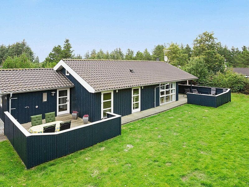 Tranquil Holiday Home in Ålbæk with Sauna, holiday rental in Hulsig