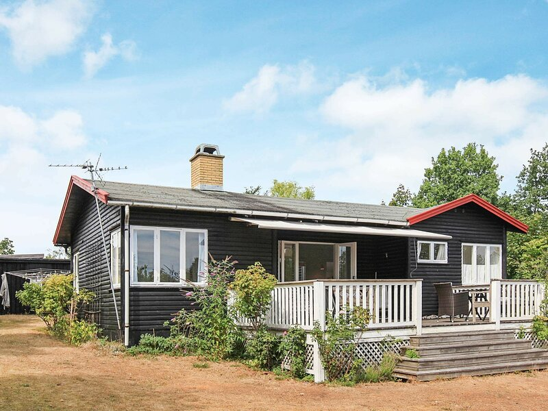 Picturesque Holiday Home in Hovedstaden with Sea View, holiday rental in Gilleleje