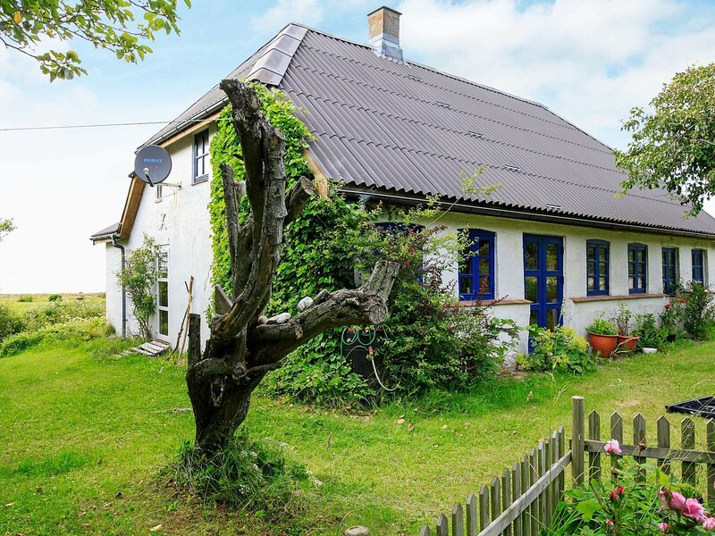 Rustic Holiday Home in Løgstør near Sea, holiday rental in Lild Strand