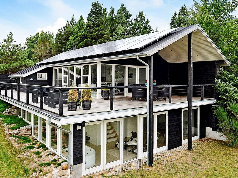 Modern Holiday Home in Brovst with Jacuzzi, holiday rental in Jammerbugt Municipality