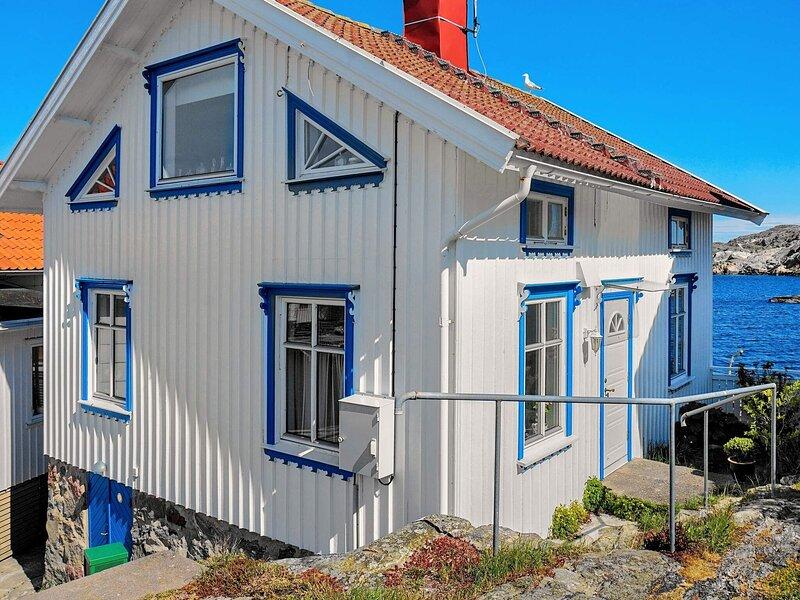 6 person holiday home in Gullholmen – semesterbostad i Fiskebäckskil