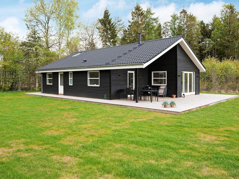 5 star holiday home in Silkeborg, casa vacanza a Kjellerup