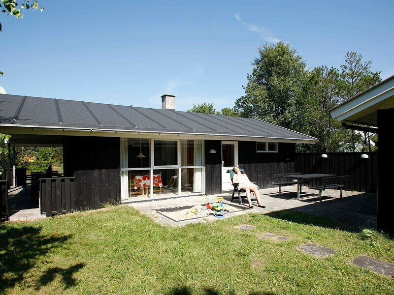 Spacious Holiday Home in Albaek Denmark with Spa, holiday rental in Napstjaert