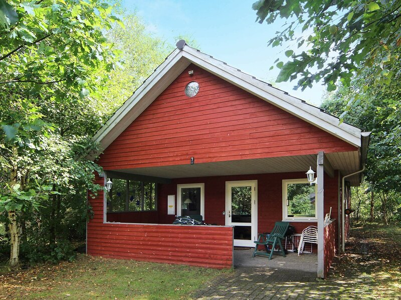 Cozy Holiday Home in Kibæk with Terrace, holiday rental in Brande