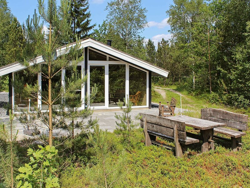 Cozy Holiday Home in Herning with Barbecue, holiday rental in Brande