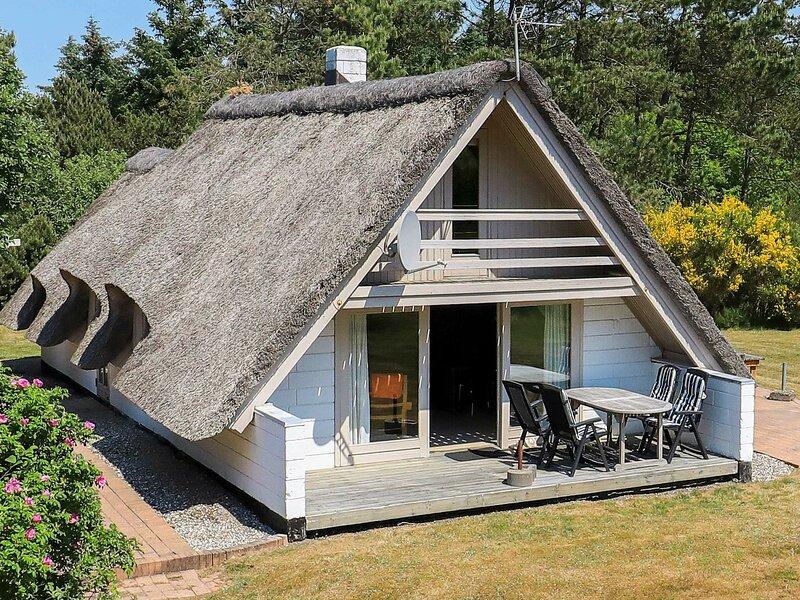 Serene Holiday Home in Jutland with Whirlpool, vakantiewoning in Vesterhede