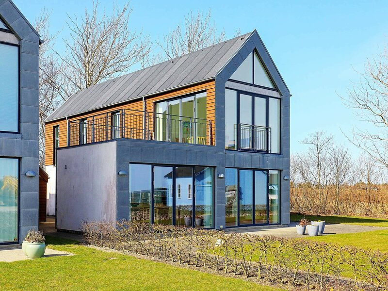 Stylish Holiday Home in Thyholm with Whirlpool, holiday rental in Nykobing Mors