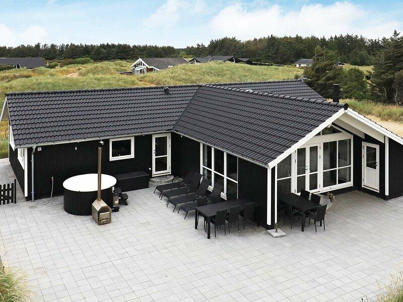 Spacious Holiday Home in Jutland with Sauna, casa vacanza a Lokken