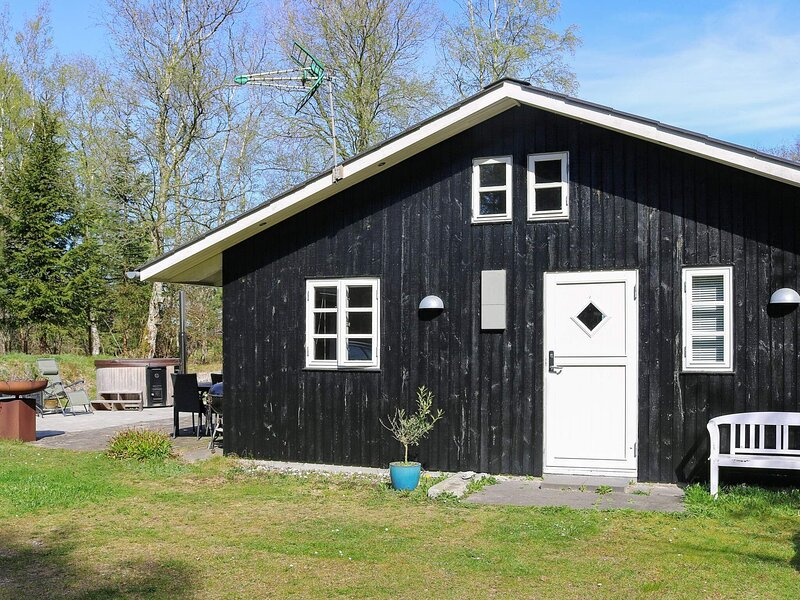 Comfortable Holiday Home in Jutland with Whirlpool, casa vacanza a Mariagerfjord Municipality