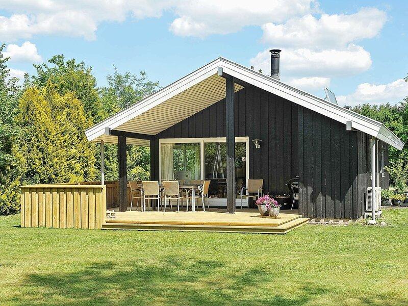 Modern Holiday Home in Jutland with Garden, location de vacances à Hovborg