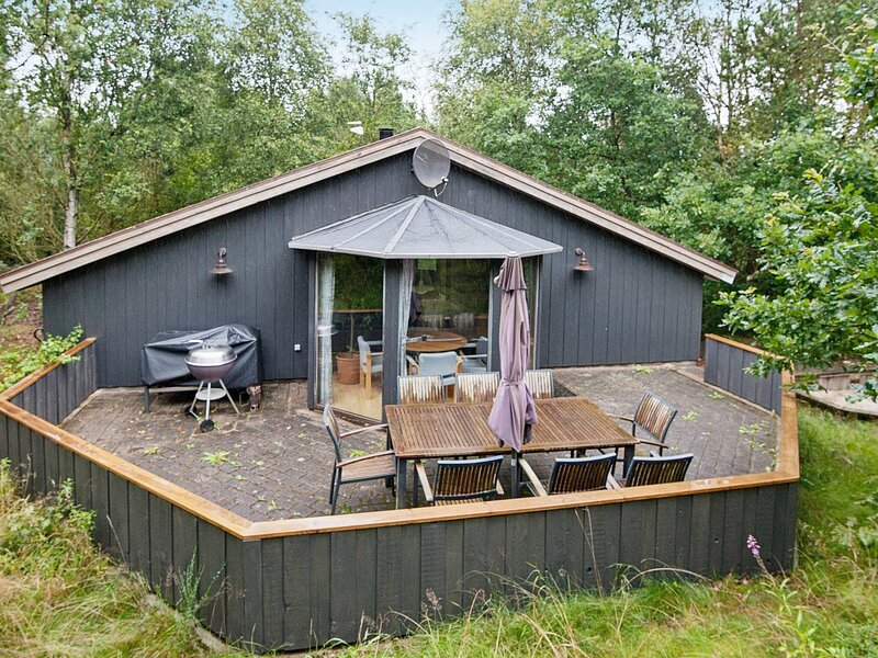 Tranquil Holiday Home in Jutland with Whirlpool, holiday rental in Give