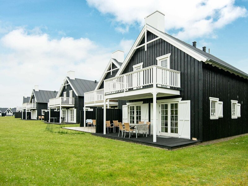 Upscale Holiday Home in Jutland with Whirlpool, holiday rental in Harlev