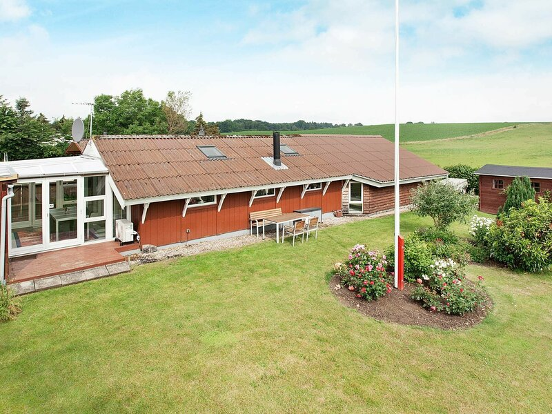 Modern Holiday Home in Rønde Jutland With Terrace, casa vacanza a Hornslet