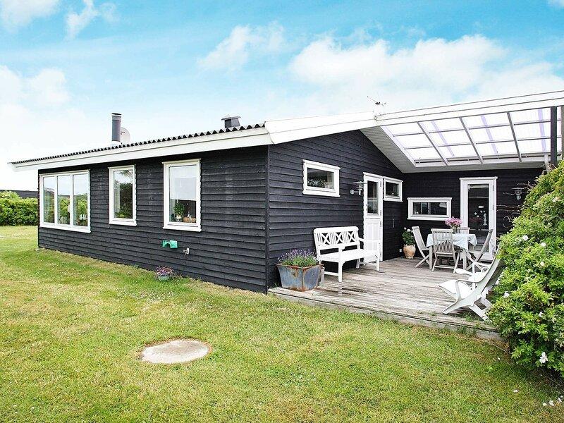 Charming Holiday Home in Løkken Jutland Near the Beach, casa vacanza a Lokken