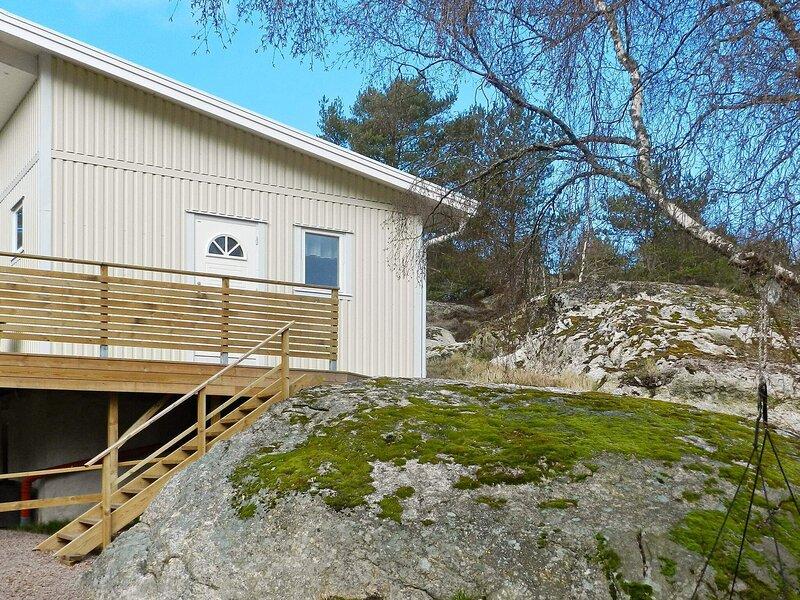 4 person holiday home in LYSEKIL – semesterbostad i Fiskebäckskil