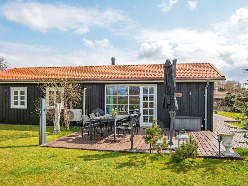 Luxurious Holiday Home in Grenaa with Sauna, holiday rental in Balle