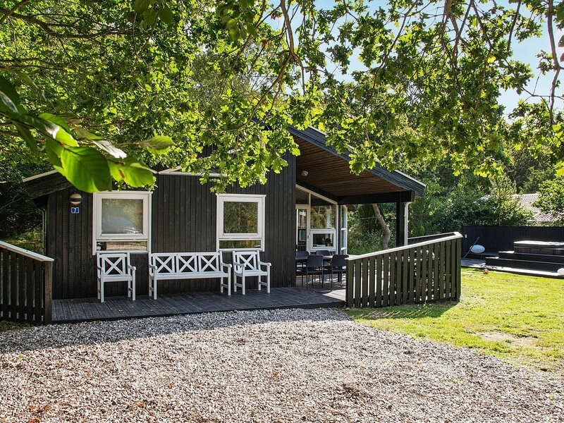Elegant Holiday Home in Glesborg with Sauna, holiday rental in Fjellerup Strand