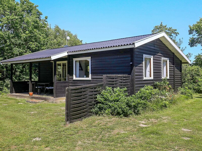 Peaceful Holiday Home in Lolland With Roofed Terrace, holiday rental in Maribo