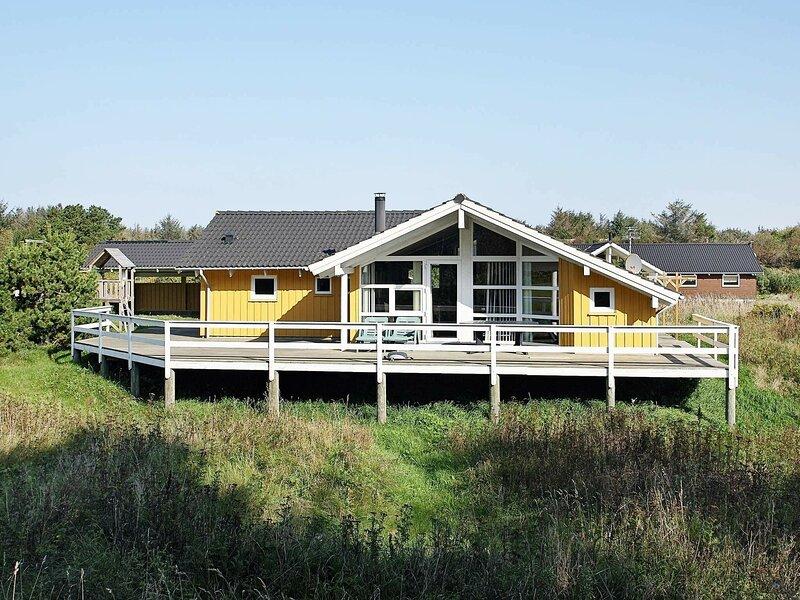 Modern Holiday Home in Løkken With Relaxing Whirlpool, casa vacanza a Rubjerg