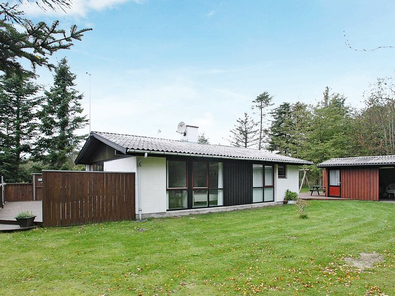 Stunning Holiday Home in Saltum with Terrace, holiday rental in Pandrup