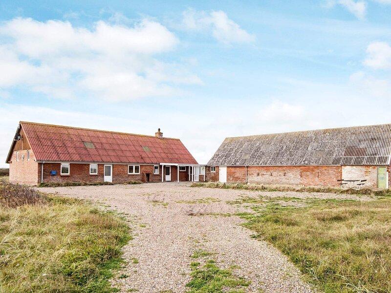 Spacious Holiday Home in Jutland Near North Sea Beach, holiday rental in Ferring