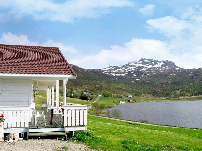 4 star holiday home in LEKNES, location de vacances à Ballstad