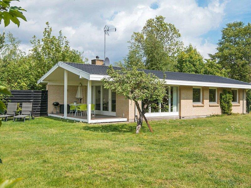 Modern Cottage with Fireplace in Egå, casa vacanza a Risskov