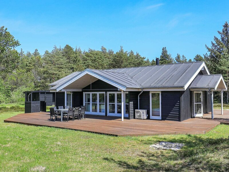 Beautiful Holiday Home in Ålbæk with Sauna, holiday rental in Hulsig