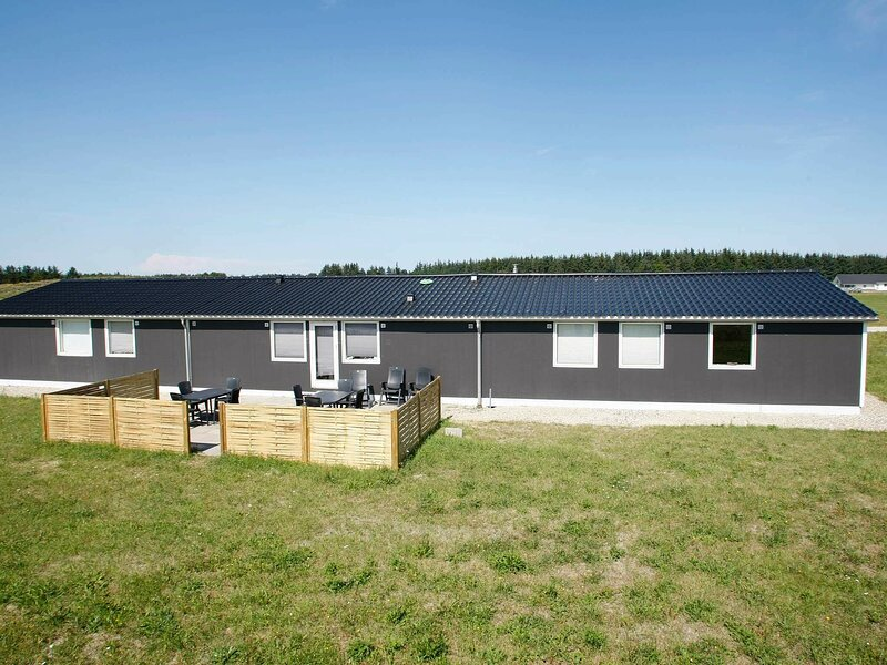Spacious Holiday Home in Brovst with Whirlpool, holiday rental in Jammerbugt Municipality