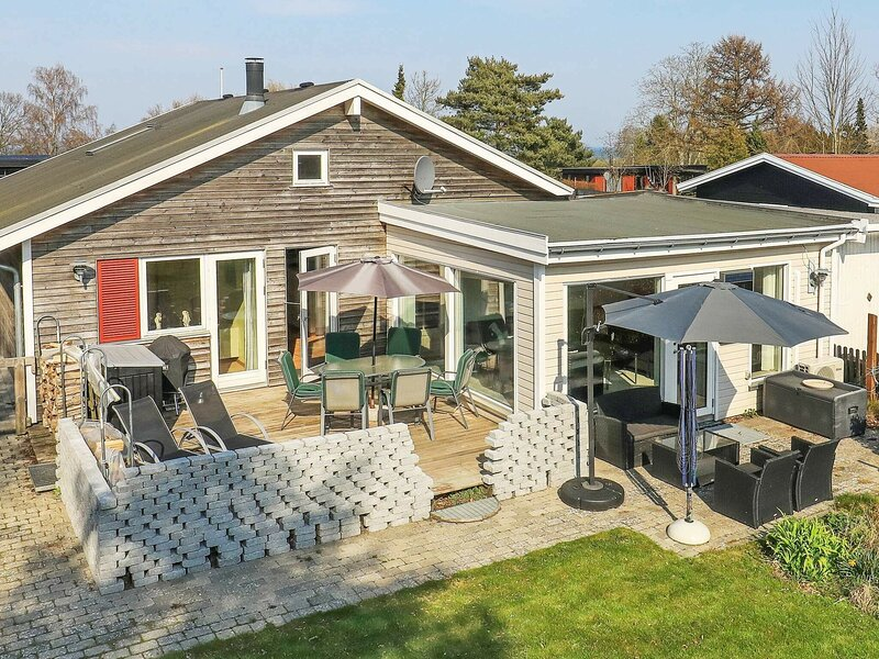 Modern Holiday Home in  Strøby with Whirlpool, holiday rental in Koege Municipality