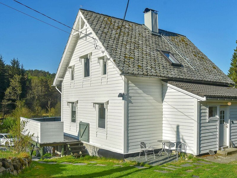 8 person holiday home in Uggdal, location de vacances à Rosendal