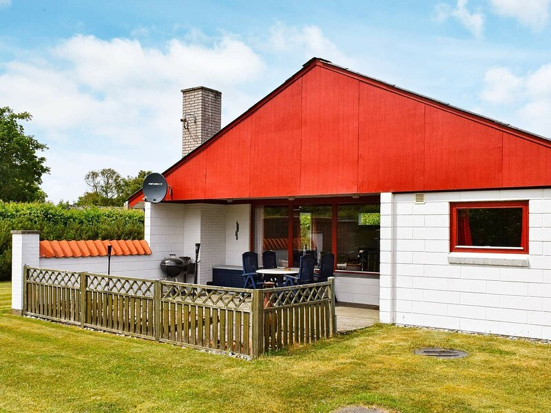 Pretty Holiday Home in Ulfborg with Terrace, casa vacanza a Ulfborg