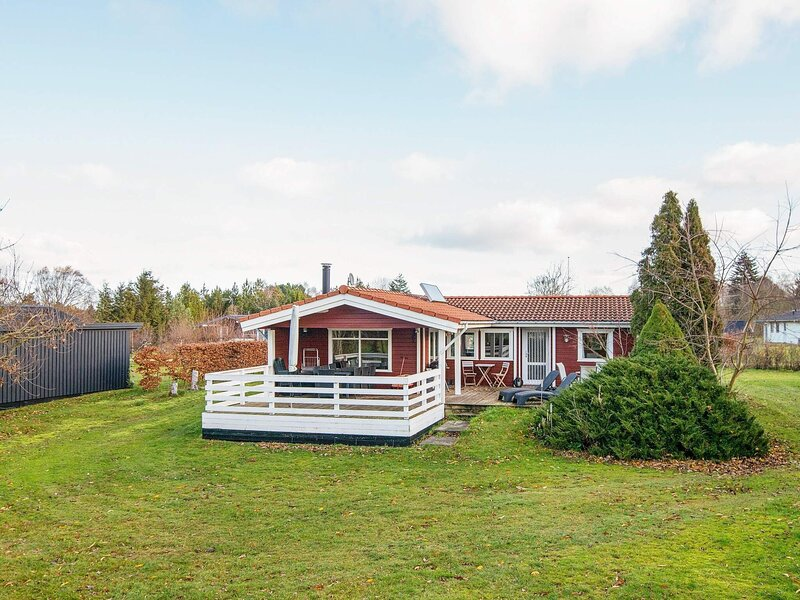 Beautiful Holiday Home in Glesborg with Terrace, holiday rental in Fjellerup Strand