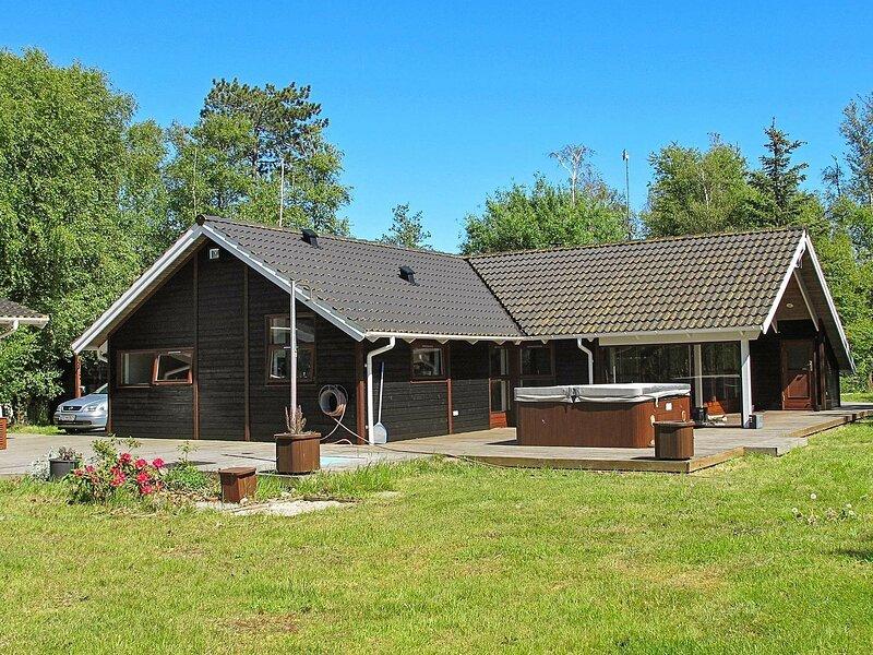 Lavish Holiday Home in Rødby with Sauna, holiday rental in Maribo