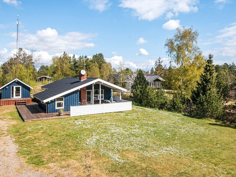 Plush Holiday Home in Ebeltoft with Terrace, holiday rental in Balle