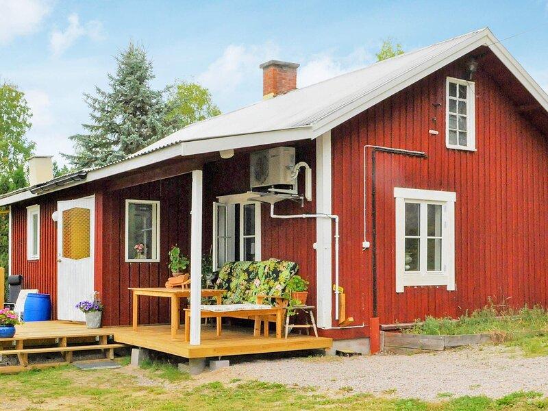 4 person holiday home in SUNNE, aluguéis de temporada em Sunne
