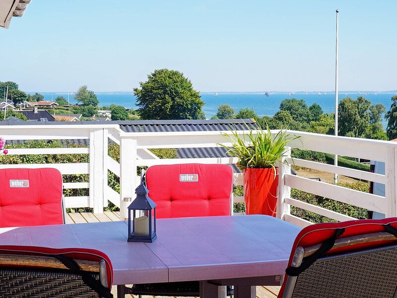 Cozy Holiday Home in Hejls With Waterview, holiday rental in Christiansfeld