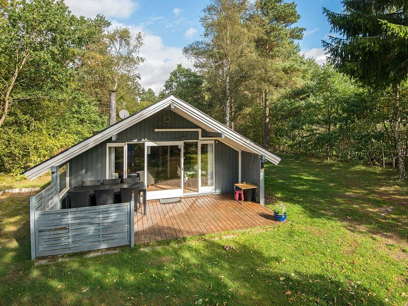 Charming Holiday Home in Ebeltoft Near Forest, holiday rental in Balle