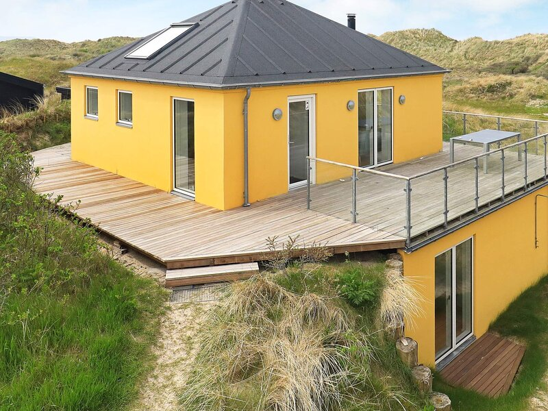 Luxury Holiday Home in Brovst With WhirlPool, alquiler vacacional en Fjerritslev