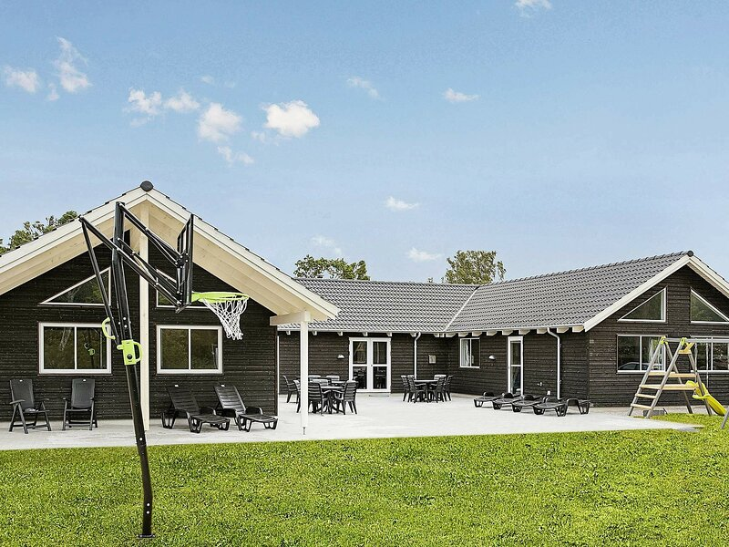 Spacious Holiday Home in Frederiksværk With Swimming Pool, location de vacances à Kulhuse