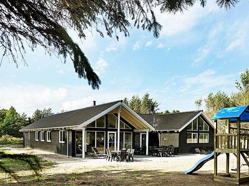 Luxury Holiday Home in Nexø With Large Swimming Pool, holiday rental in Balka