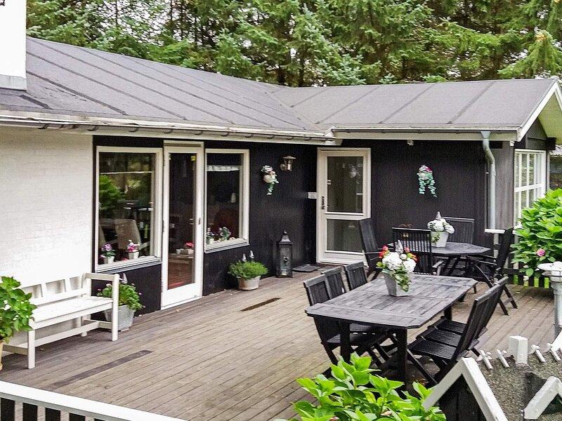 Spacious Holiday Homein Hals with Sauna, vacation rental in Geraa