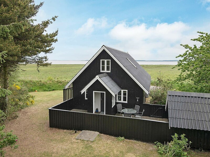 Spacious Holiday Home in Blåvand Denmark with Terrace, casa vacanza a Esbjerg