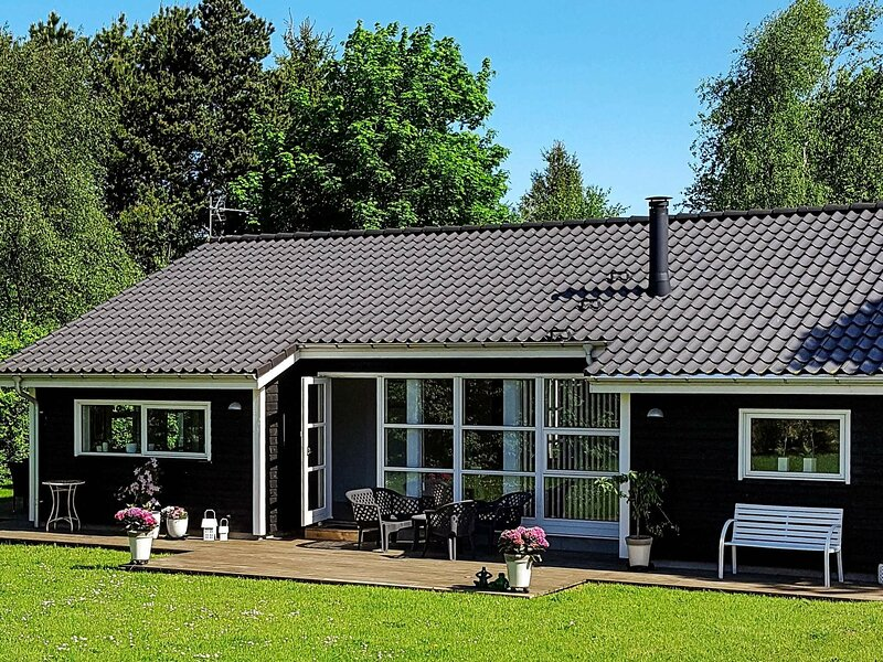 Enticing Holiday Home in Jutland with Indoor Whirlpool, holiday rental in Vesthimmerland Municipality