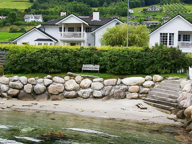 4 star holiday home in leikanger, holiday rental in Fjaerland