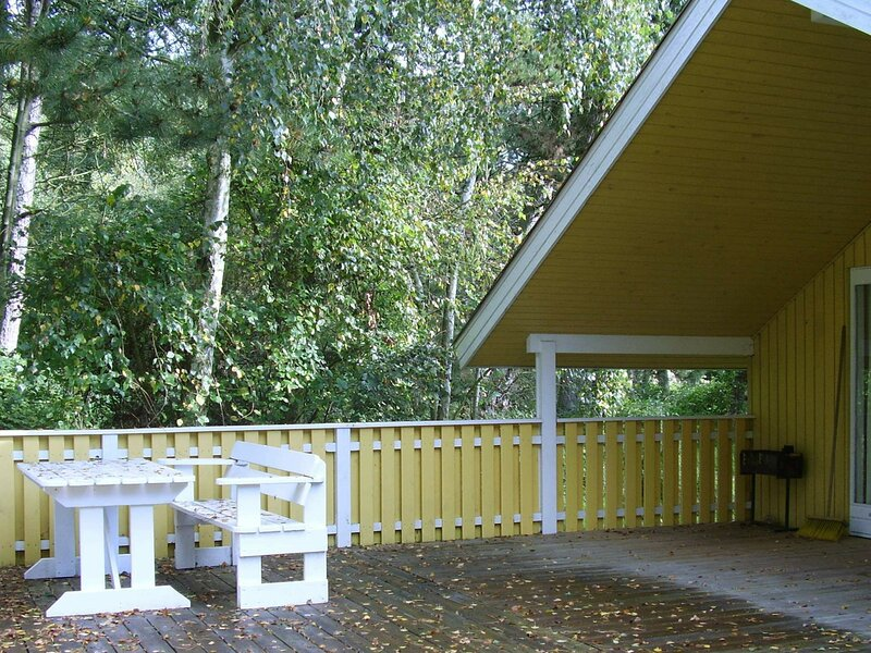 Attractive Holiday Home in Rødby with Roofed Terrace, holiday rental in Maribo